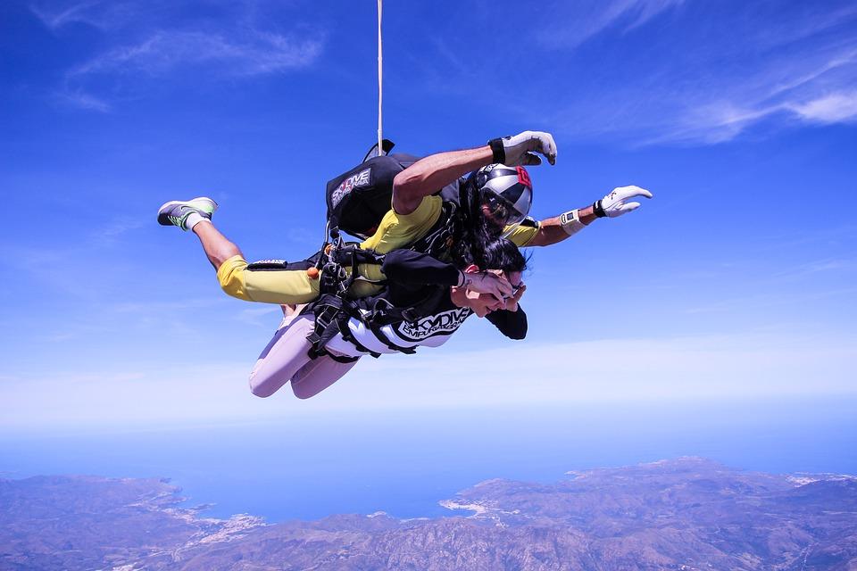 idealny prezent na 18stkę - skok ze spadochronem