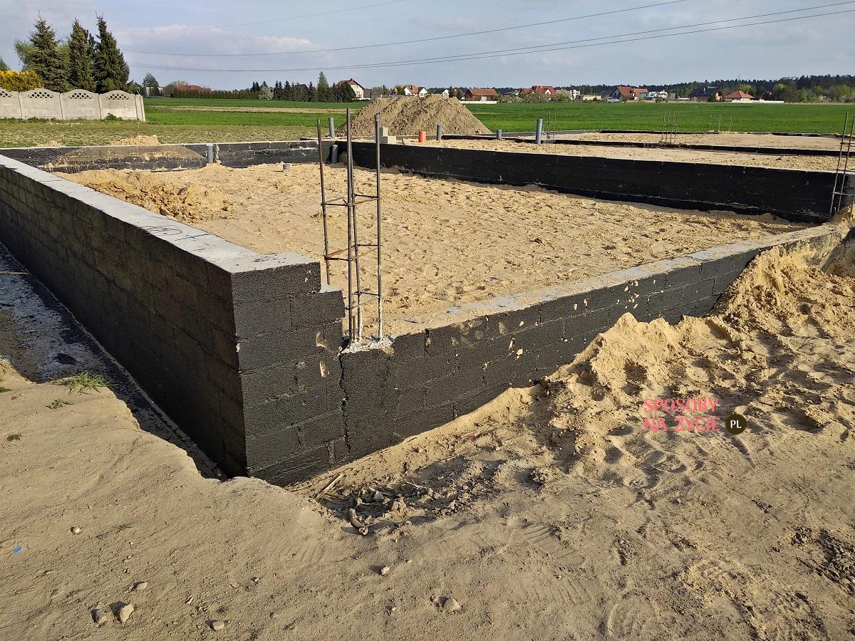 budowa domu jednorodzinnego fundamenty izolacja pionowa