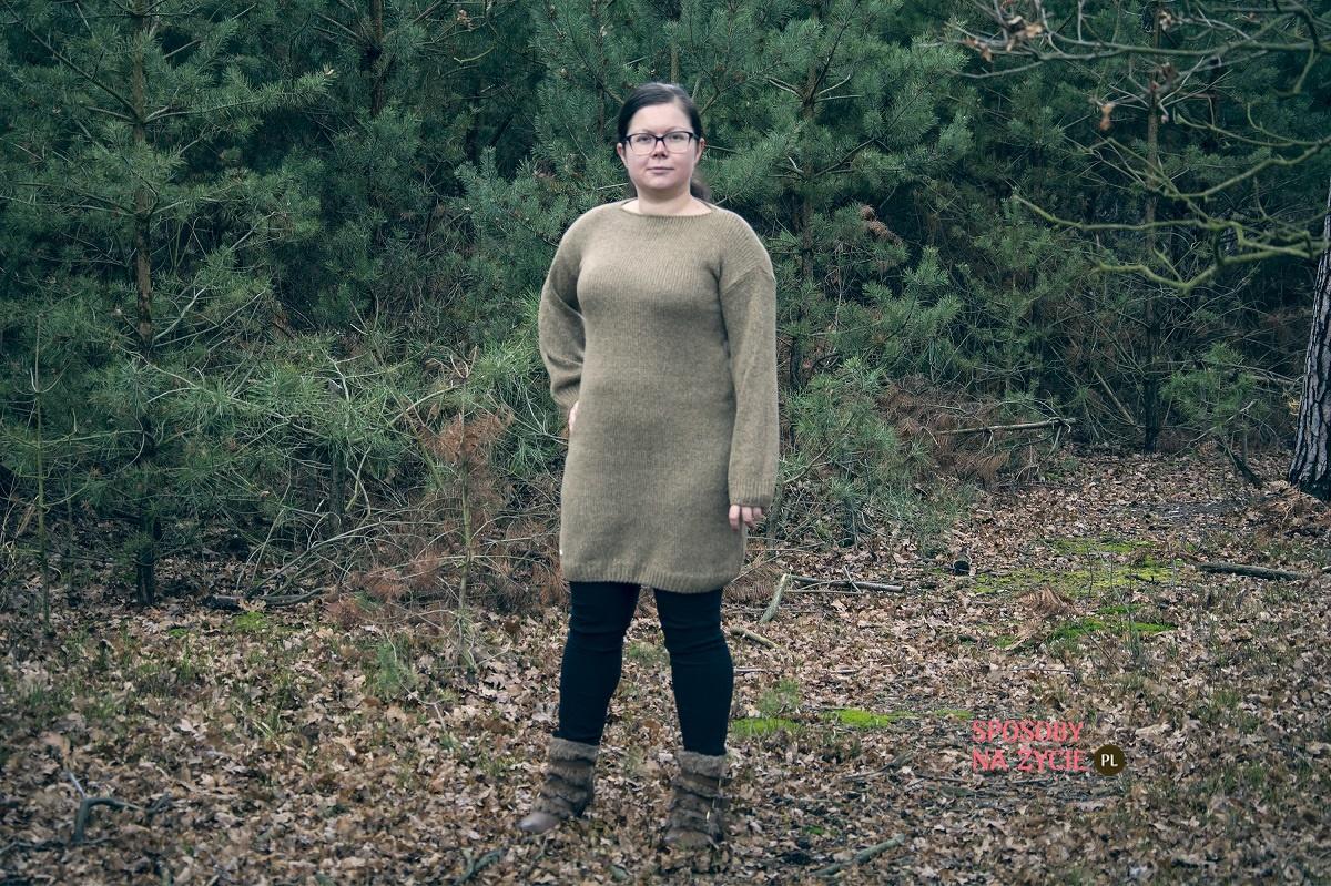 Swetrowa sukienka z szerokimi rękawami w kolorze cappuccino Lemoniade