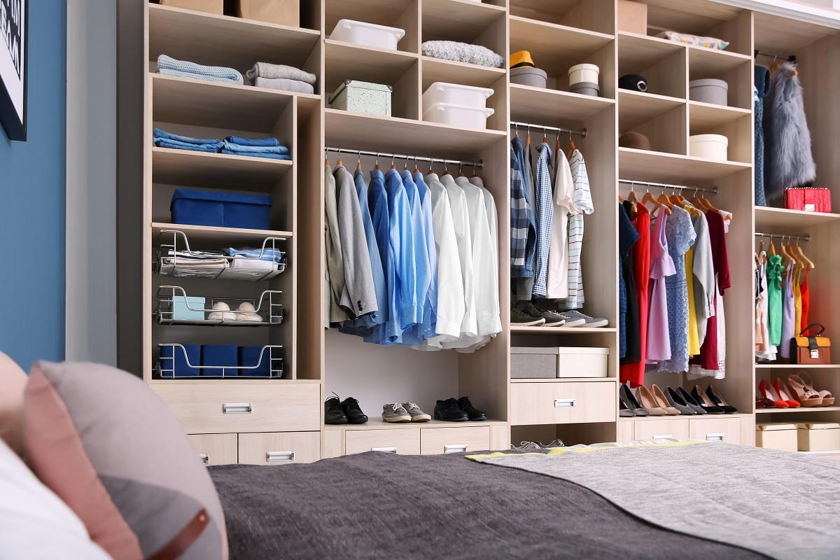 Jak urządzić garderobę w nowym domu? blog o urządzaniu wnętrz sposobynazycie.pl