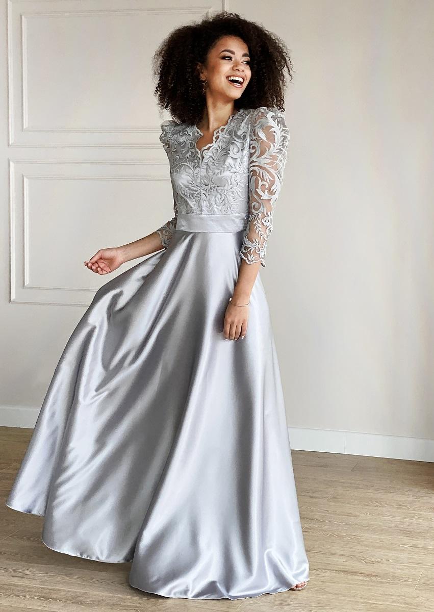 Sukienka maxi z gipiurą - idealna na wesele