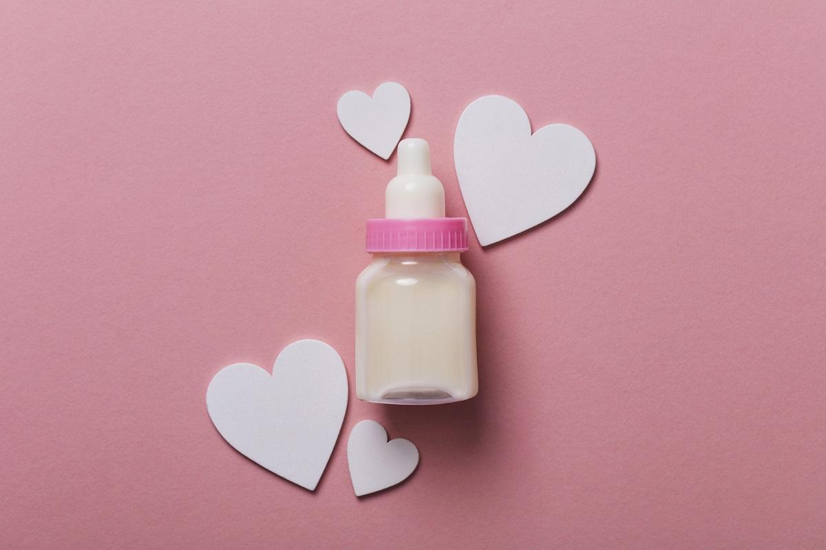Szklana butelka dla niemowląt – dlaczego jest lepsza niż plastikowa?