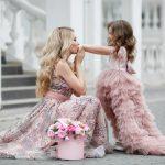 Sukienka na wesele – jak wybrać tę idealną?
