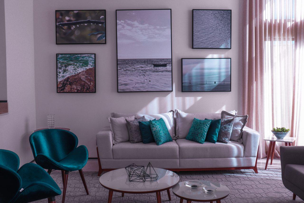 Jak wybrać firany i zasłony, czyli idealne dekoracje okien w nowym domu