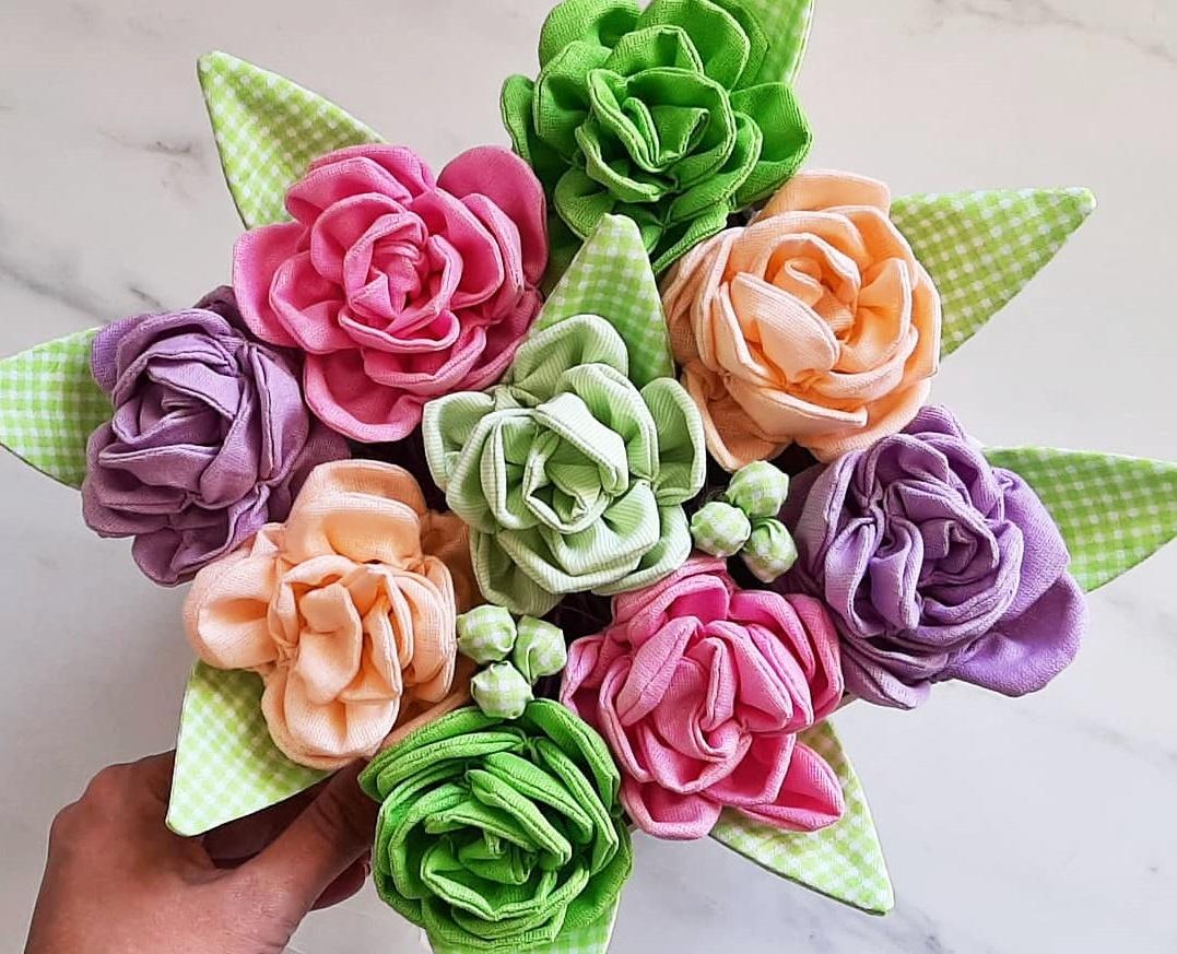 Szyte kwiaty z materiału blog