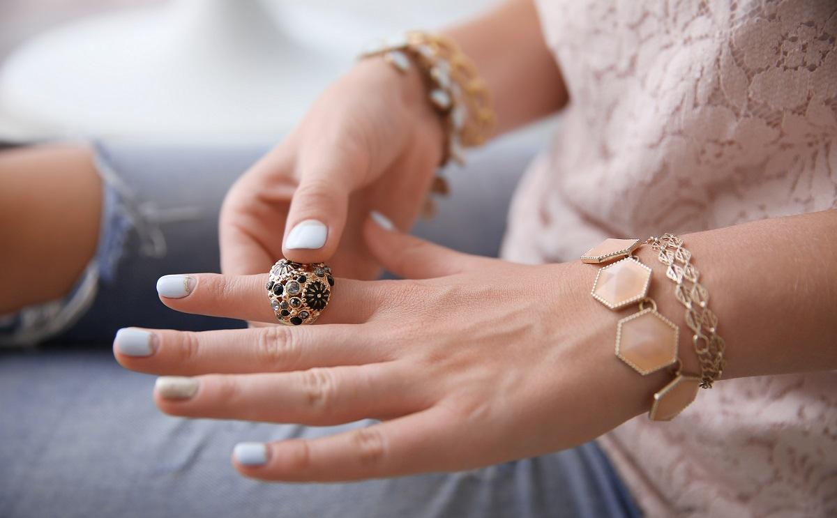11 zasad: jak dobierać biżuterię do stylizacji kobiecy blog lifestylowy o modzie i biżuterii