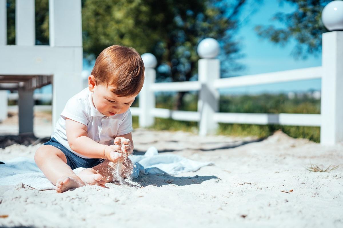 Jak dbać o niemowlę i dziecko w upalne dni?